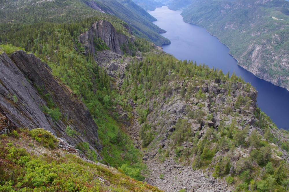 Figure 1: Unstable slope at Kassen above Bandak lake, Telemark (Photo: R. Hermanns, NGU).